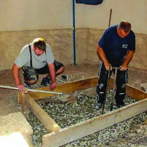 Grundplatte für neuen Altar wird gegossen