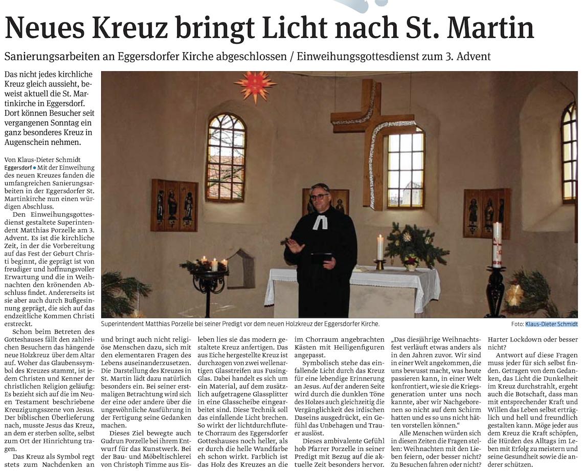 Neues Kreuz bringt Licht nach St. Martin